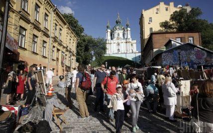 Власти Киева требуют убрать с фасадов на Андреевском спуске балконы-скворечники и кондиционеры