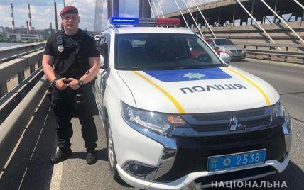У Києві поки поліція на мосту рятувала одного самогубцю, інший стрибнув у Дніпро