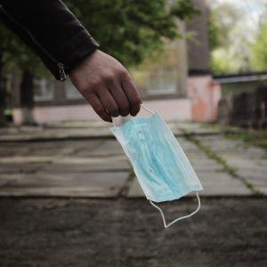 У Києві таксист висадив дівчину, коли та попросила його надягнути маску: з'явилося відео