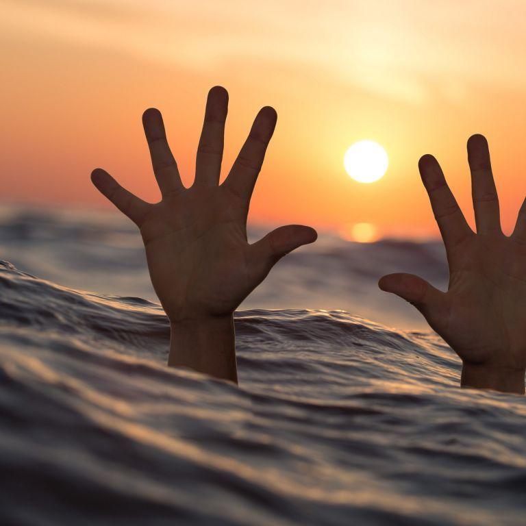 Діти кликали на допомогу, але дорослі не повірили: на пляжі в Запоріжжі потонув підліток