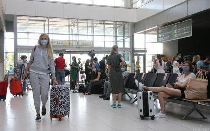 Чорногорія уточнила правила в'їзду для українців: кому потрібно здавати тест на коронавірус