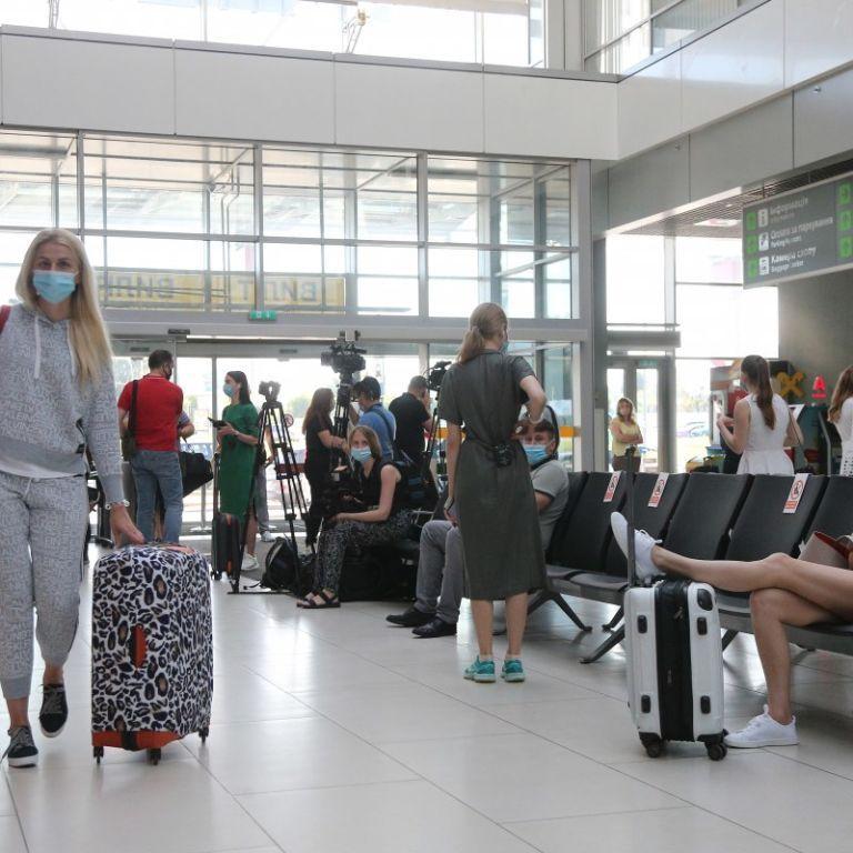 Черногория уточнила правила въезда для украинцев: кому нужно сдавать тест на коронавирус