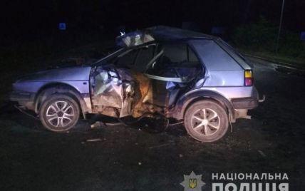 В Тернопольской области возле заправки столкнулись автомобиль и мотоцикл: погиб 19-летний парень (фото)