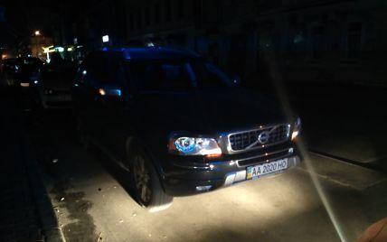 Киевские полицейские отправили на штрафплощадку авто строптивого майора милиции