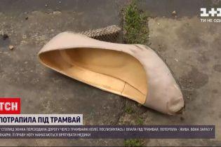 Новини України: у Києві 50-річна жінка послизнулася і потрапила під трамвай