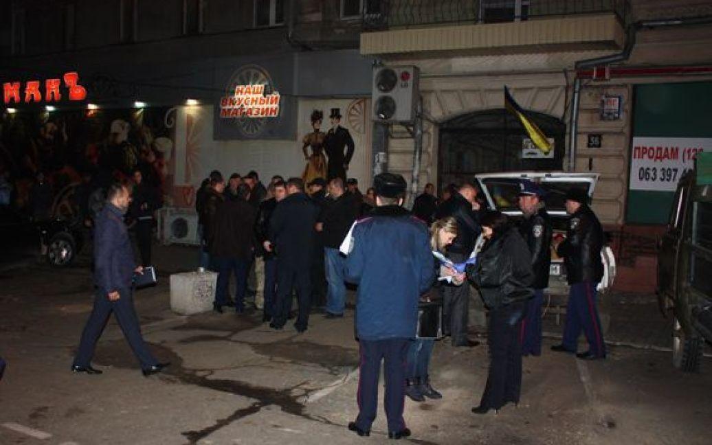 На місці працюють співробітники міліції, які встановлюють усі обставини події / © mvs.gov.ua