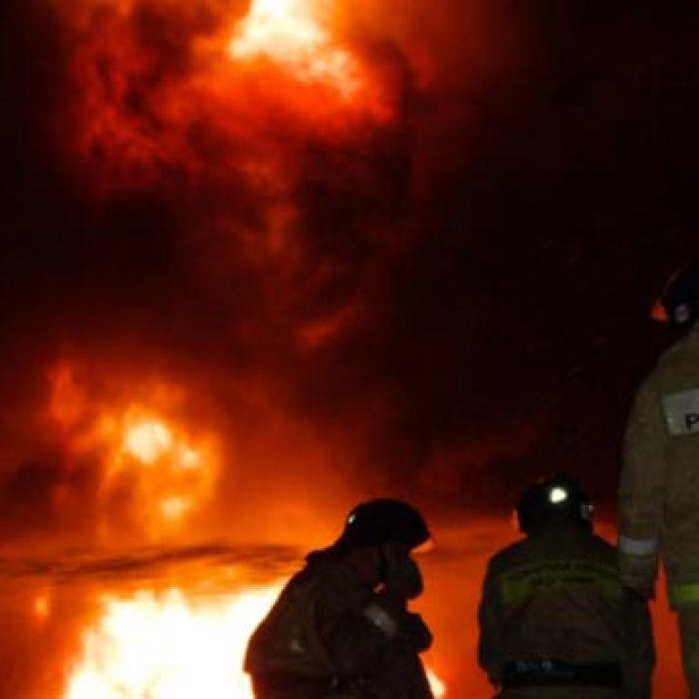 У російському місті прогримів потужний вибух: вогняний стовп піднявся вгору на кілька метрів