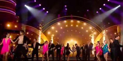 """""""Танцы со звездами"""": сексуальный Чмерковский и горячая Димопулос в мини зажгли паркет шоу"""