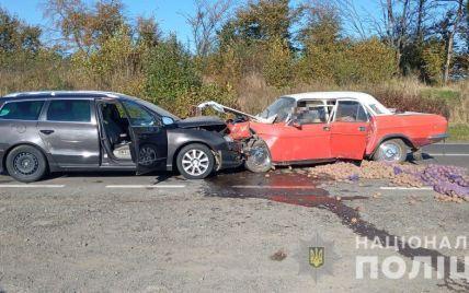 В лобовом столкновении во Львовской области погиб водитель, еще один госпитализирован: фото