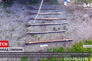 Новости Украины: в Ровенской области байкер бросился с вилами на полицейских