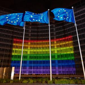 Здание Еврокомиссии подсветили цветами ЛГБТ