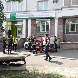 Як усе сталося та скільки грошей винесла розбійниця: ексклюзивні деталі пограбування банку в Києві