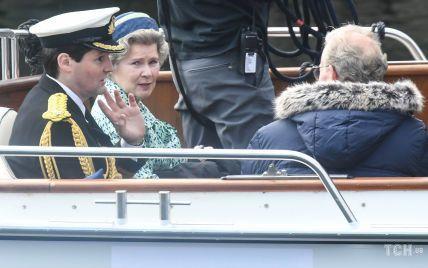"""Імельда Стонтон в образі Єлизавети II: перші фото зі знімального майданчика серіалу """"Корона"""""""
