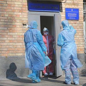 Шмыгаль заявил, что по прогнозам в январе количество инфицированных коронавирусом возрастет до 25 тысяч в сутки
