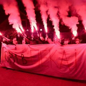 Активісти з петардами і фаєрами пікетували будинок Луценка через справу Гандзюк