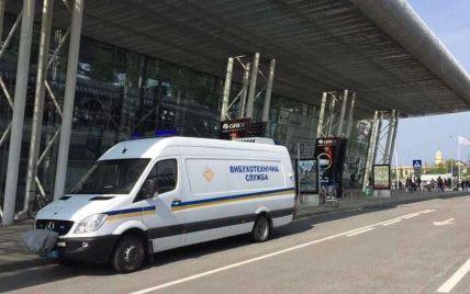 В аэропорту Львова ищут взрывчатку: эвакуировали работников и пассажиров