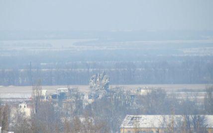 """Битва за донецький аеропорт продовжується: бойовики хочуть підірвати """"фортецю"""", але віддають тіла загиблих"""
