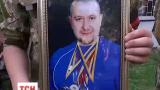 На военном кладбище в Киеве прощались с Темуром Юлдашевым