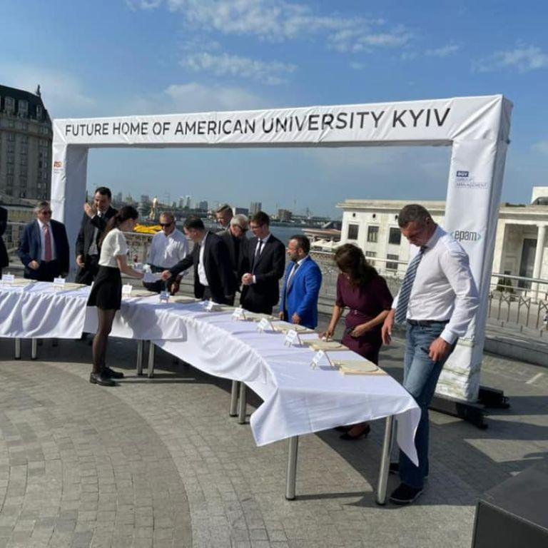 В Киеве откроют американский университет: на презентации вуза мирового уровня выступили Кличко и Волкер
