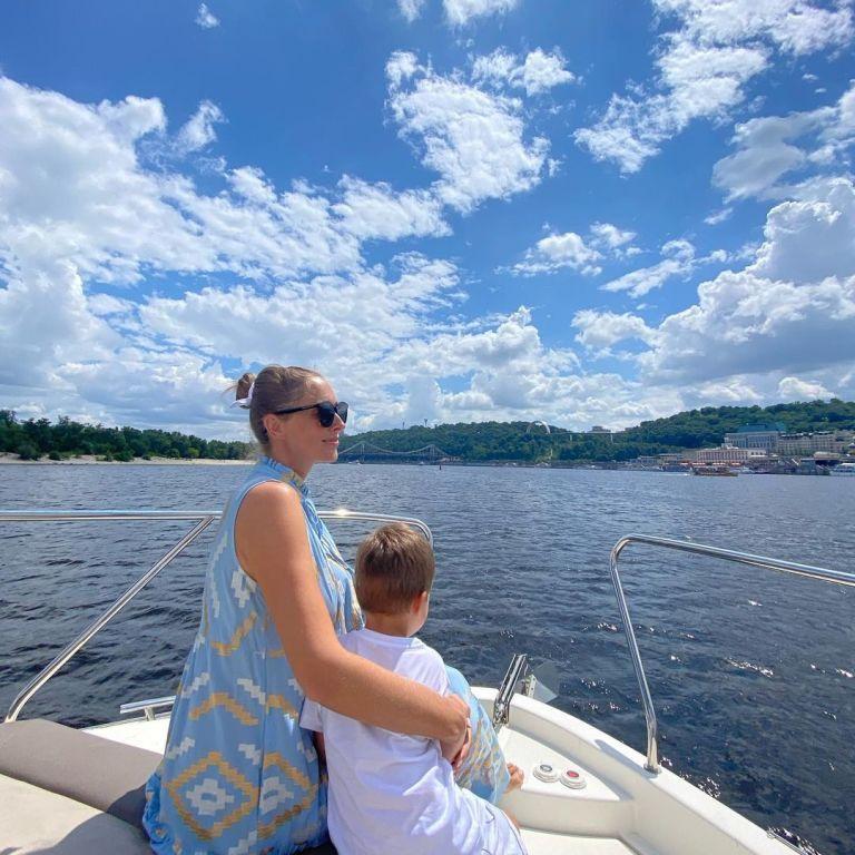 Сімейна прогулянка на яхті: Катя Осадча показала фото з підрослим сином