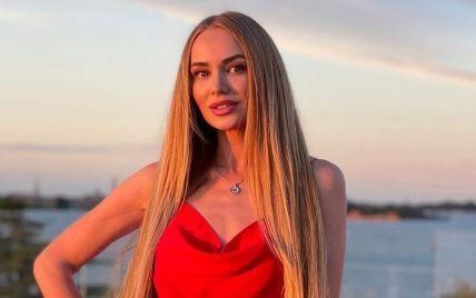"""В черном бикини: участница шоу """"Холостяк-11"""" похвасталась стройной фигурой"""