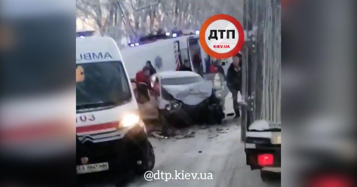 Аварія з лобовим зіткненням у Київській області: є загиблий