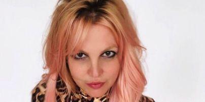 """Бритни Спирс топлесс в стрингах показала обнаженные ягодицы: """"Это мои настоящие"""""""