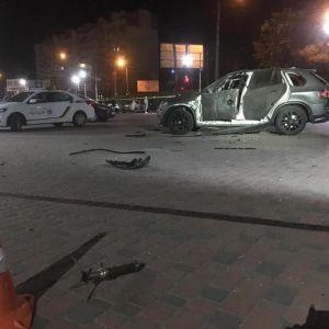 В Івано-Франківську вибухнув BMW Х5: підозрюють, що його розстріляли з гранатомету (фото)