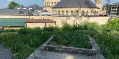У Києві невідомі на старому кладовищі повалили хрест жертвам Голодомору