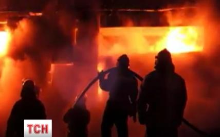У Києві сотня пожежників понад 10 годин гасила масштабну пожежу