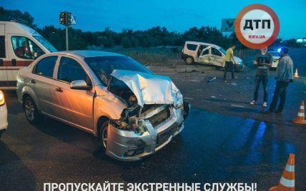 В результате ночной аварии в Киеве госпитализированы четыре человека