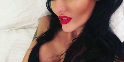 В нижнем белье и в постели: Анна Добрыднева опубликовала в Instagram пикантное фото