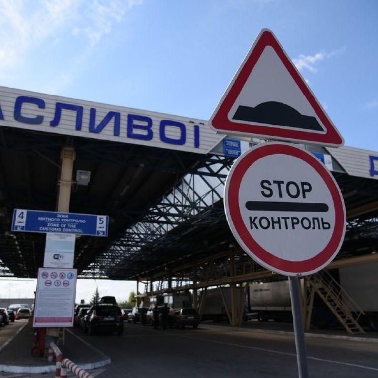 Польща відкриває низку пунктів пропуску на кордоні з Україною: які саме і коли