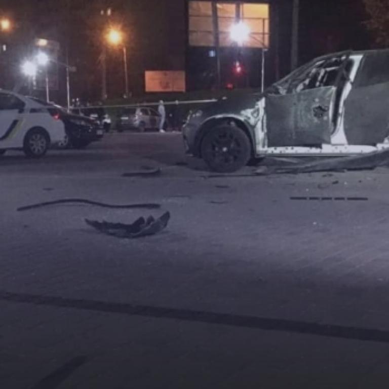 СМИ сообщили, кому принадлежит обстрелян из гранатомета автомобиль в Ивано-Франковске
