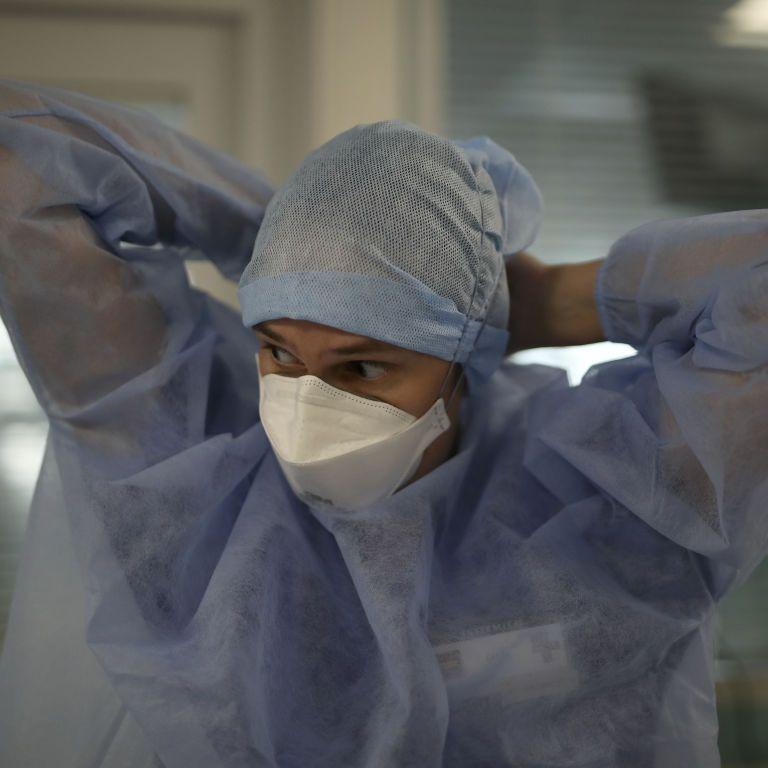 Пацієнтів з коронавірусом лікують хворі на COVID-19 медики: що відбувається в лікарнях Луганщини