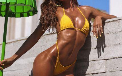 В ярком бикини у бассейна: Изабель Гулар продемонстрировала стойку на голове