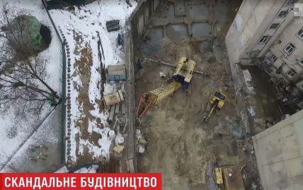 У центрі Києва на заявленому під храм місці будують офісний центр