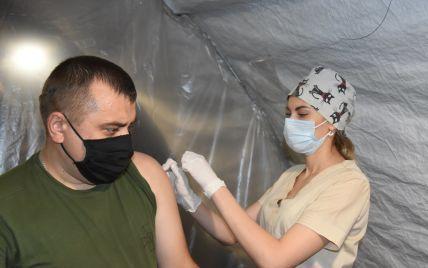 Коронавірус і війна: як відбувається вакцинація в зоні ООС