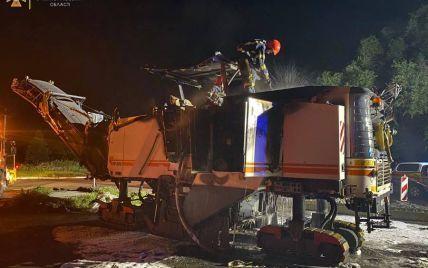 У Миколаєві невідомі спалили дорожню техніку біля Варварівського мосту
