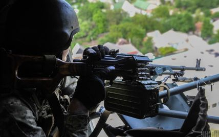 На Донбассе в результате вражеских обстрелов двое украинских бойцов получили ранения