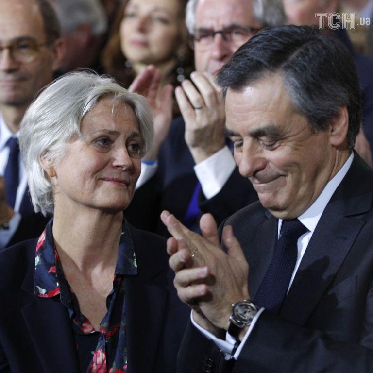 Во Франции бывшего премьер-министра осудили за создание рабочего места для жены