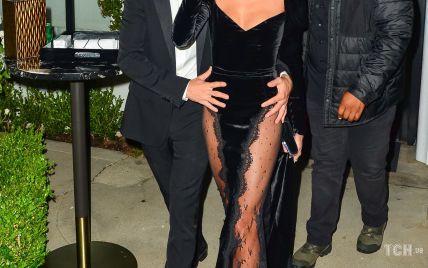 В оксамитовій сукні з мереживним подолом: Гейлі Бібер захопила розкішним аутфітом