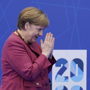 НАТО и Россия считаются противниками: Меркель объявила о шагах, которые сдержат Москву