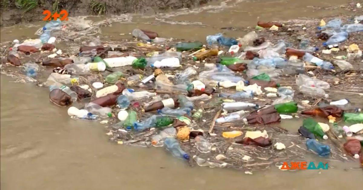 В Угорщину по річці Тиса сплавилось українське сміття