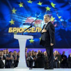 Україна подасть заявку на вступ до ЄС у 2024 році - Порошенко