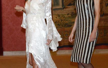 Дамы в вечерних платьях: королева Летиция затмила образ первой леди Аргентины Хулианы Авада