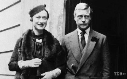 В платье-миди и меховой горжетке: вспоминаем стильный образ Уоллис Симпсон 84-летней давности