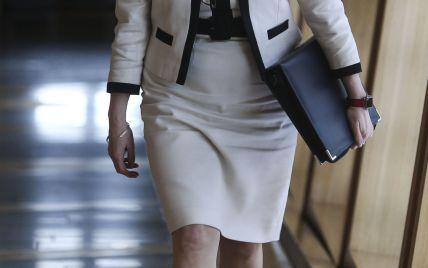 Эффектный выход: первый министр Шотландии подчеркнула красивые коленки платьем-футляром