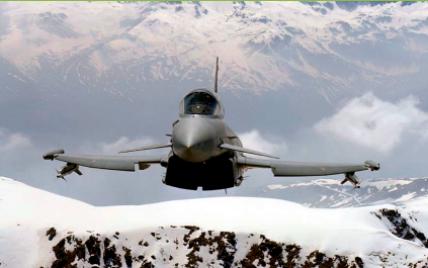 Британия подняла в воздух истребители из-за двух российских бомбардировщиков