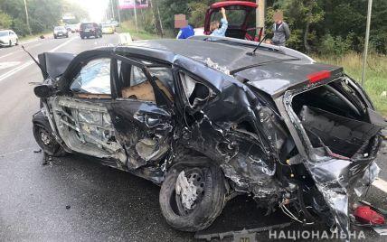 На Столичном шоссе в Киеве столкнулись 8 машин: пострадали пять человек, среди них — ребенок